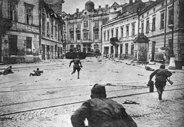 Soviet soldiers Lviv 1944