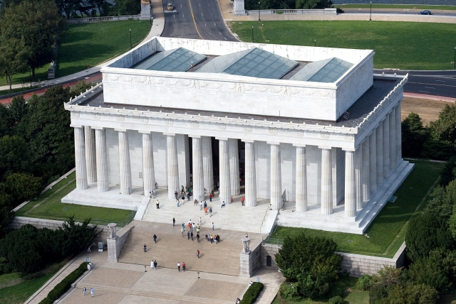 Aerial_view_of_Lincoln_Memorial_-_east_side_EDIT